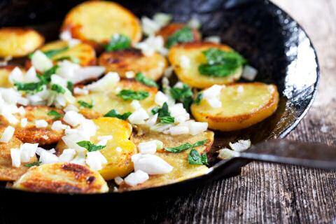 gebakken aardappelen in de pan