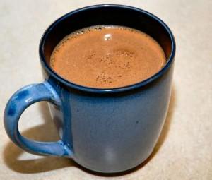 Stap voor stap recept om verse chocolademelk te meken met chocolade met hazelnoten van Cote d'Or