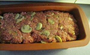 Gehaktbrood recept met champingnons in een cakevorm voor in de oven
