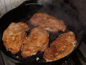 Kotelet bakken in een passende pan