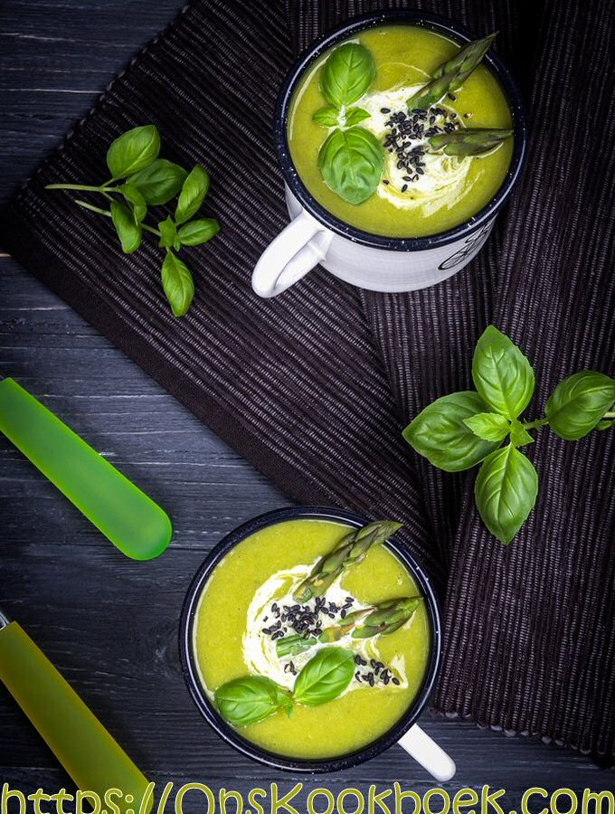 Ongelooflijk lekkere aspergesoep maken? Je doet het met dit recept van Jeroen Meus