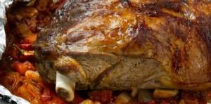 Lamsschouder langzaam gegaard in de oven