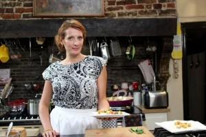 Sofie Dumont in haar nieuwe keuken van kookprogramma De keuken van Sofie