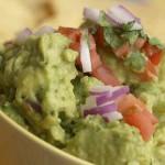 Lekker bij enchilada, burrito of tortilla chips. Zeer makkelijk recept om zelf guacamole te maken in een blendertje of gewoon geplet met een vork.